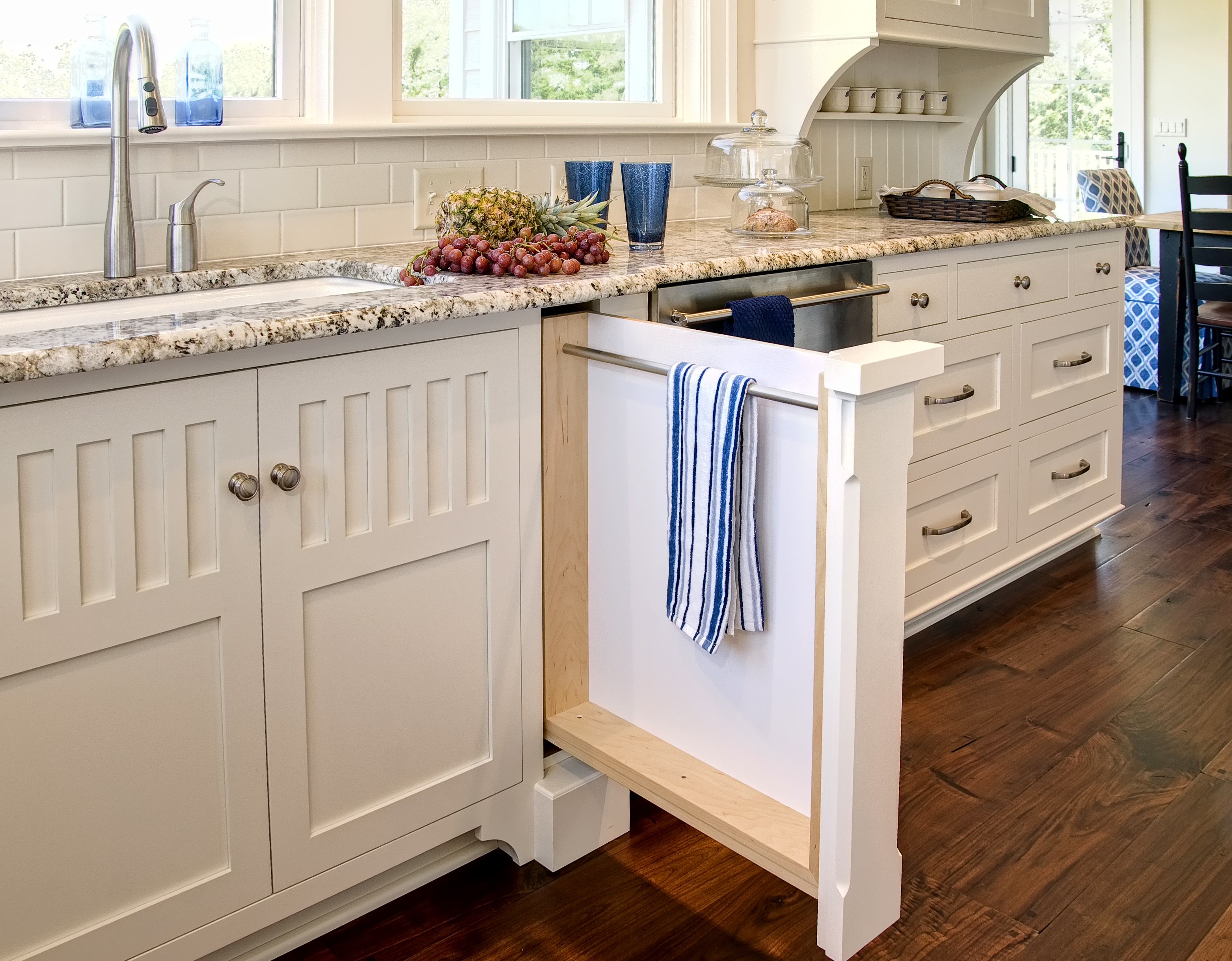 Beach House Style Kitchen - Colonial Craft Kitchens